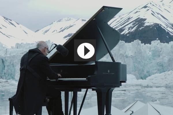 """El pianista Ludovico Einaudi lleva tu voz al Ártico con """"Elegía"""""""