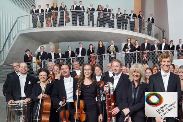 Plaza de violín en la Orquesta Filarmónica de Luxemburgo