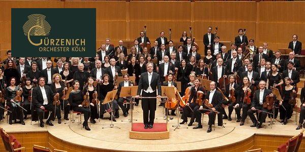 Plaza de violín en la Gürzenich-Orchester Köln